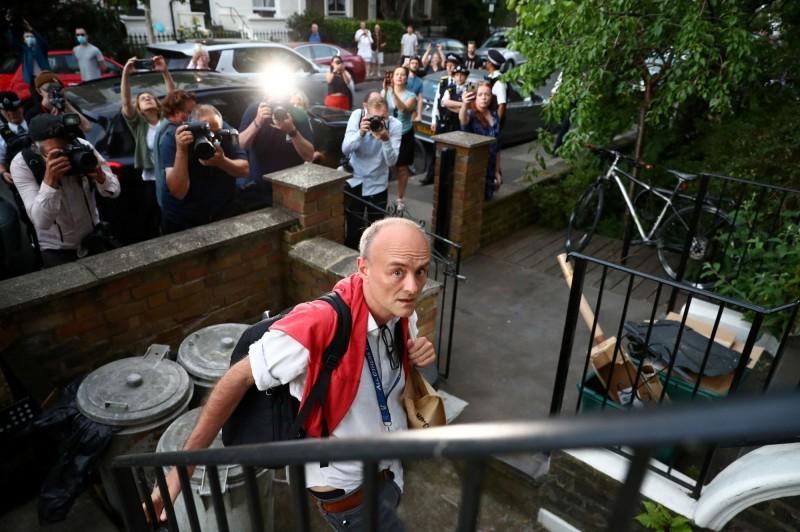 英國首相強森的資深幕僚康明斯因在疫情期間不顧規定,被爆在出現疑似症狀後仍外出旅行四處趴趴走,引發外界抨擊。(路透)