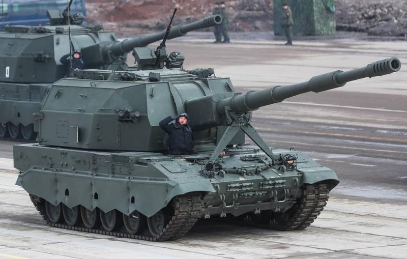 俄羅斯軍方已接收首批最新型的2S35「聯盟-SV」自走砲。(圖擷取自TASS社)
