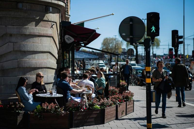 瑞典是少數堅持不採用強制封鎖的國家,但近期該國染疫的死亡率已飆破11%,該國的前首席科學家近日更對媒體表示,瑞典應該更早就進行封鎖。(法新社)