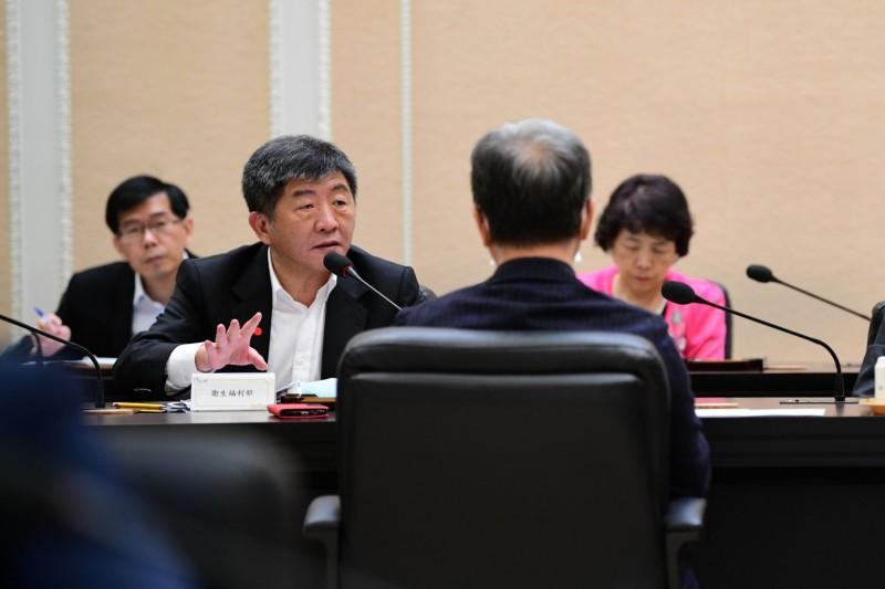 中央流行疫情指揮中心陳時中今日出席行政院所召開防疫措施解禁會議。(行政院提供)
