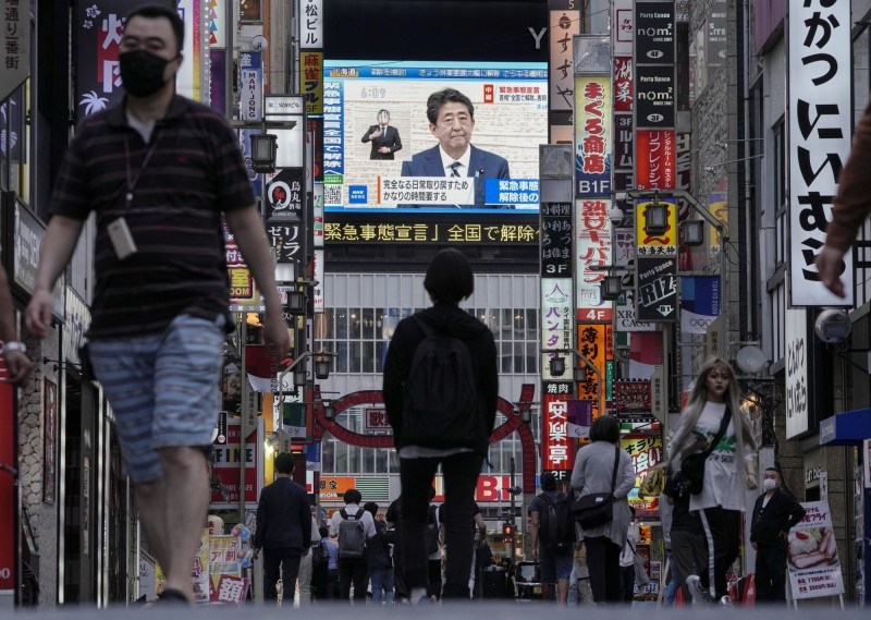 日本政府力求8月1日起全面恢復經濟活動。(歐新社)