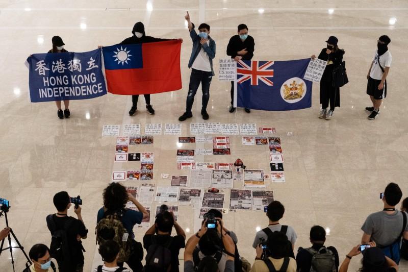 「港版國安法」28日通過後,外界預期將有大批港人逃到台灣。(彭博)