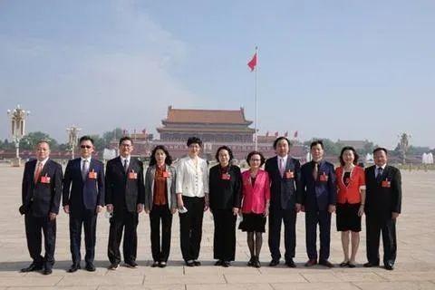中國第十三屆全國人大三次會議22日開幕,本次會中有13名「台灣省代表」到場與會,但這13人中只有陳雲英是真的在台灣出生,其丈夫則是金門叛逃軍官林毅夫。(圖擷自網路)