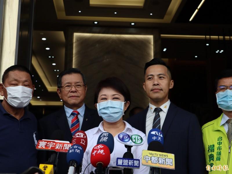 台中市長盧秀燕宣布即日起畢業旅行、藝文場所及觀光景點今起防疫解禁。(記者歐素美攝)