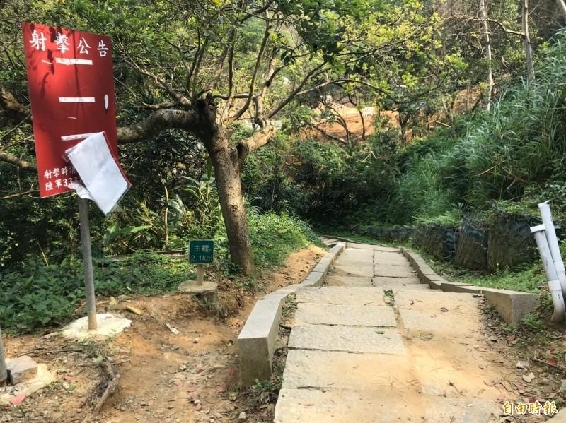 縣府農業處將針對圖中步道盡頭陷落山溝的便橋做復建,並執行兩岸護岸工程,局部路段將封閉至少半個月。(記者黃美珠攝)