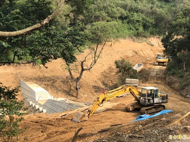 水保局執行的竹北尚義里588巷崩塌整治工程已經接近尾聲。(記者黃美珠攝)