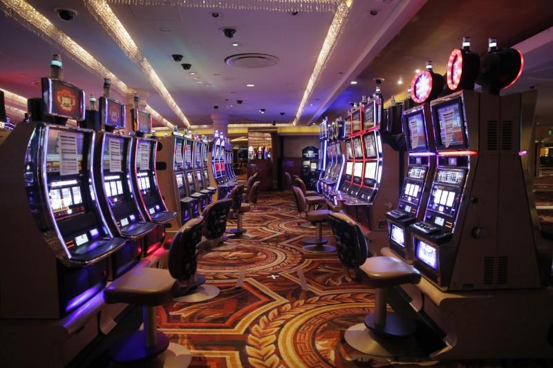 美國內華達州長西索拉克(Steve Sisolak)今天晚間宣布,他將允許賭場在6月4日重新開業,歡迎遊客再次光臨拉斯維加斯這個五光十色的博弈勝地。(美聯社)