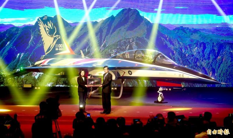 新式國造高教機「勇鷹」(見圖)原型機預計6月將首飛,軍方針對新一代「戰機國造」,打算發展中、大型發動機、飛控、匿蹤、空用雷達等關鍵技術。(資料照,記者廖耀東攝)