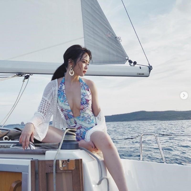 舒子晨擁有傲人D奶的火辣身材。(翻攝自IG)
