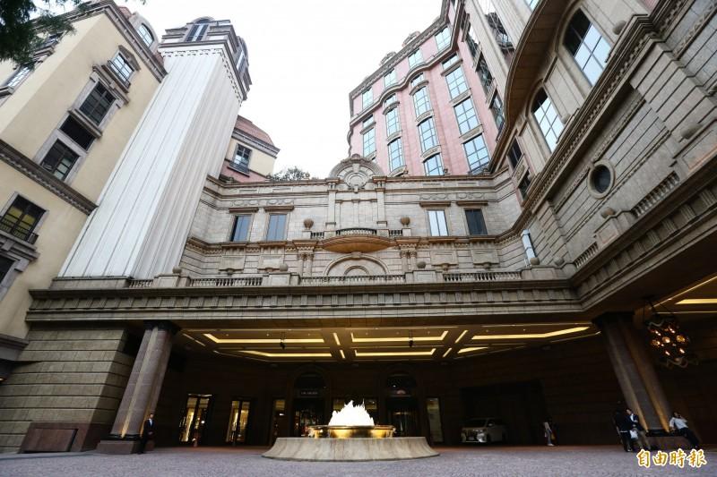 台北文華東方酒店今天表示,6月1日起將暫停訂房服務,但餐廳及婚宴仍照常提供,也證實將資遣客房部部分員工。圖為台北文華東方酒店外觀。 (資料照,記者陳逸寬攝)