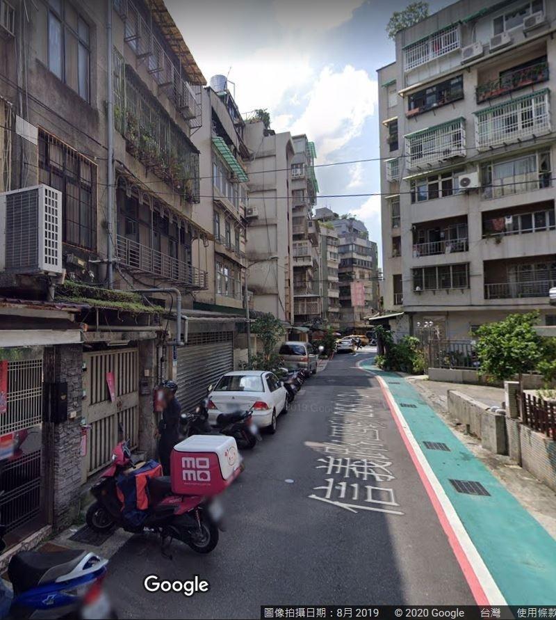 台北市信義路4段巷弄內出現隱藏「私人招待所」攬客。(記者劉慶侯翻攝自Google)