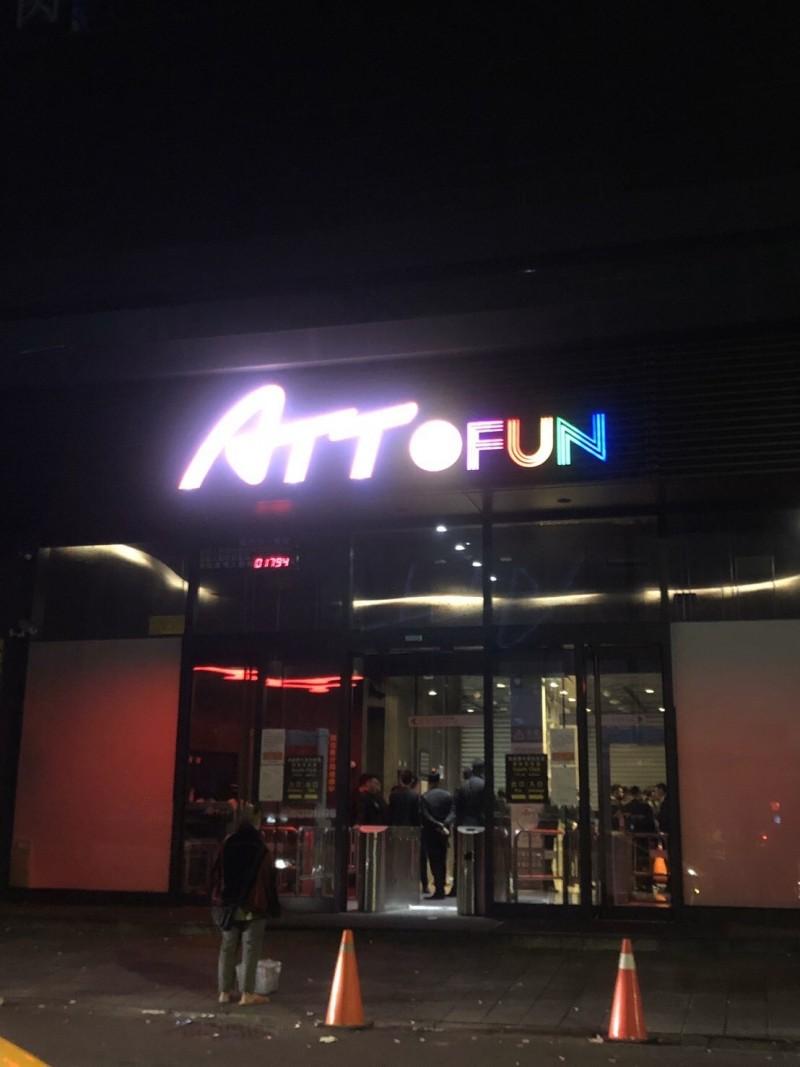 Att 4Fun大樓夜店又發生酒客鬧事。(記者姚岳宏翻攝)