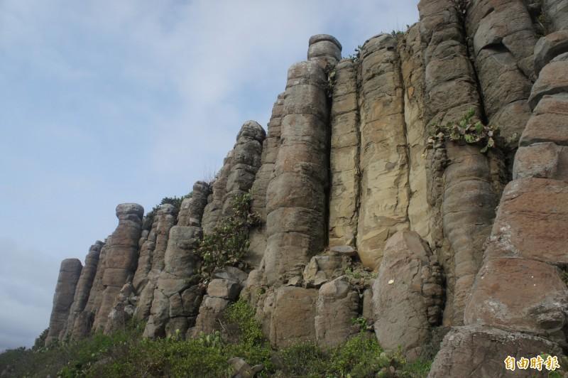 火山口隆起的玄武岩地形,經過歲月洗禮造就桶盤地質公園。(記者劉禹慶攝)