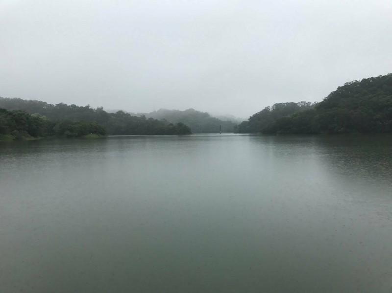 幾波梅雨鋒面帶來豐沛降雨量,新竹地區的寶一和寶二水庫水位都達七成以上,且水庫持續進水中,大新竹地區今夏的供水無虞。(記者洪美秀翻攝)