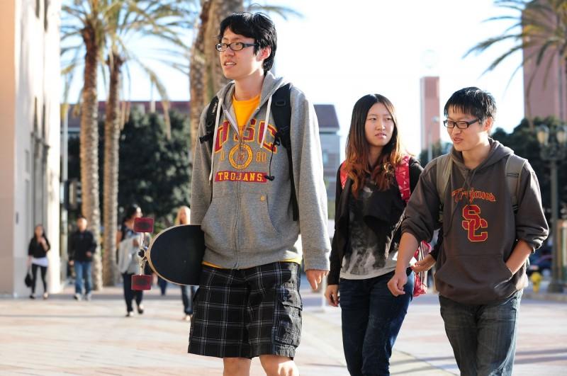 美國擬取消與軍方有關的中國留學生的簽證。圖為美國南加大的中國留學生。(法新社)