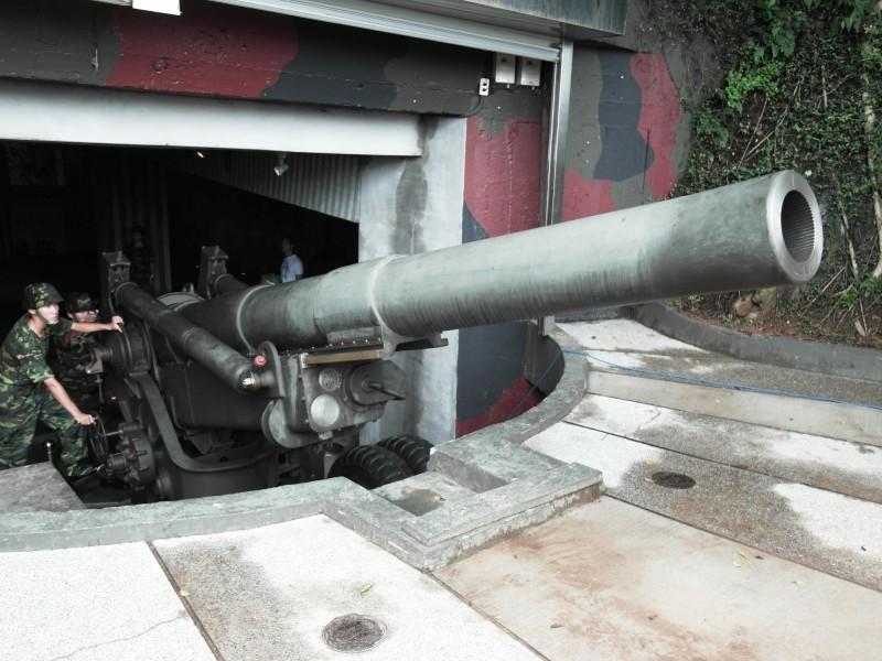 金門獅山砲陣地每年吸引約24萬人次參訪,也將於六月一日開放砲操展演。(圖由金門縣政府提供)