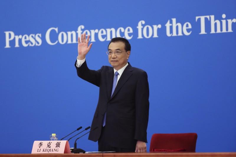 中國全人大28日閉幕,國務院總理李克強(見圖)老調重彈「一中原則」、「九二共識」,並稱沒有台灣人在中國因疫情死亡,中國「視台灣同胞為手足」。(美聯社)