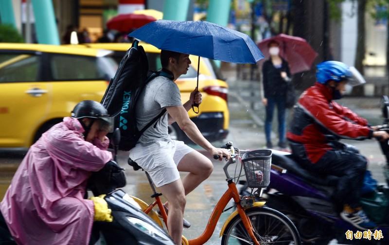 氣象局表示,今日滯留鋒面仍在台灣中南部徘徊,大氣條件不穩定,造成多處降雨。(資料照)