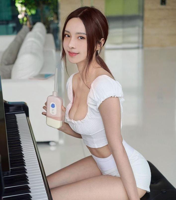 「鋼琴女神」馬來西亞鋼琴家李元玲熱衷於健身,近來大方曬出今年與7年前的體態對比照,分享她長年健身以來的體態改變,也讓大批網友佩服直呼「好勵志」。(圖擷取自Instagram_cathrynli)