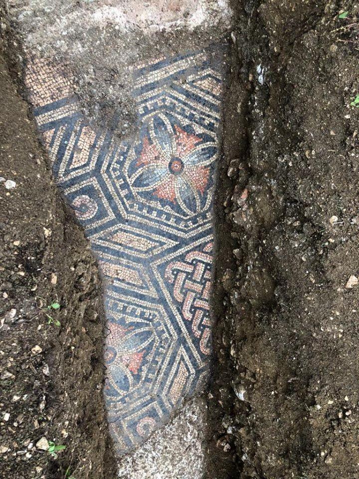 馬賽克拼貼式繁複花紋至今仍保存良好。(擷取自Comune di Negrar di Valpolicella臉書)