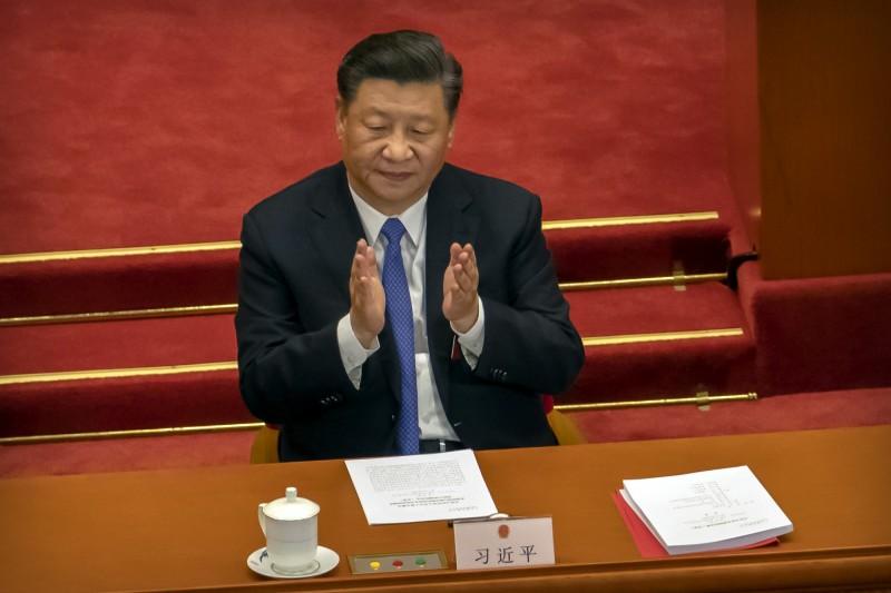 中國全國人大會議今(28)日下午表決通過「港版國安法」草案,預計最快8月可通過相關法律,直接在香港實施。圖為中國國家主席習近平。(美聯社)