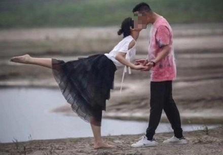 中國湖北攝影師日前捕捉到一對熱吻中的情侶,被取名為「芭蕾之吻」,沒想到其實兩人各自有家室,男主角更緊急致電要求刪照。(圖擷取自微博)