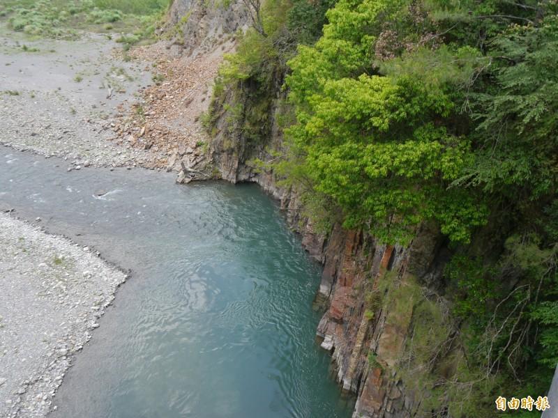 松茂部落高山玄武岩,呈現大自然鬼斧神工。(記者張軒哲攝)