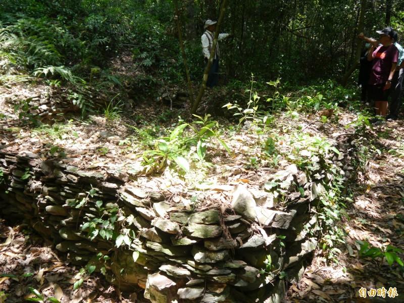 逾百年的泰雅族家屋遺址。(記者張軒哲攝)