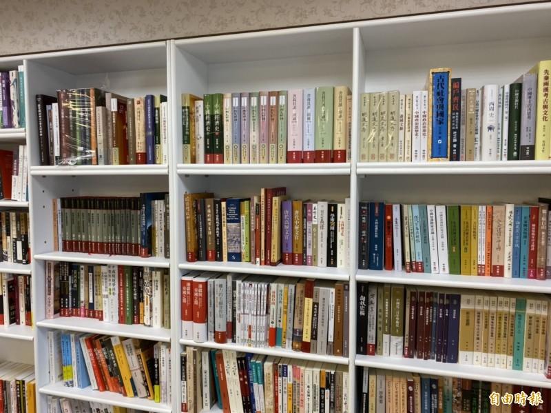銅鑼灣書店主要都是政治類書籍。(記者楊心慧攝)