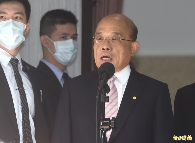行政院長蘇貞昌今赴立法院報告施政方針並備詢,進入議場前接受媒體訪問。(記者簡榮豐攝)