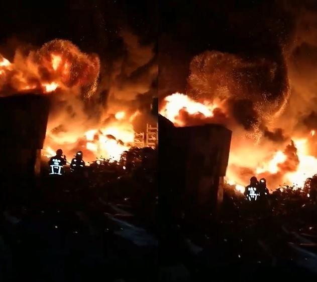新北樹林今晚發生1起重大火警,消防人員正在搶救中。(圖取自新北消防發爾麵)