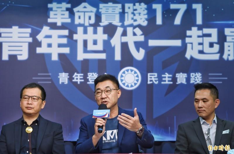 行政院長蘇貞昌今抨擊國民黨一直與中國配合「一國兩制」,「謊話一篇」,國民黨主席江啟臣(中)以「他是胡說八道」等6字反駁。(記者方賓照攝)