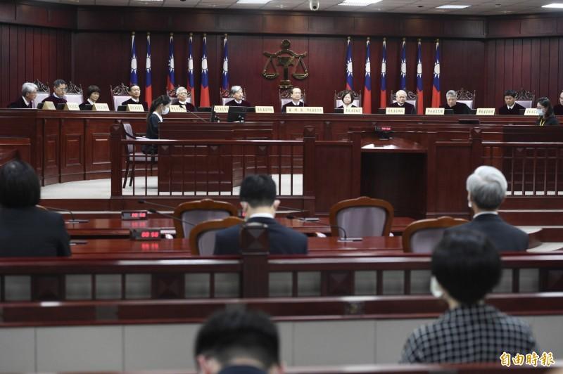 大法官宣告:刑法通姦罪違憲失效