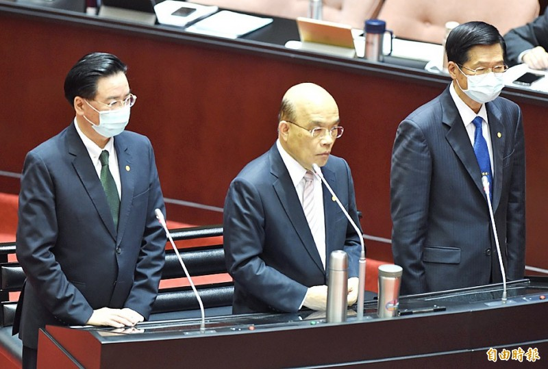 Premier Su Tseng-chang, center, speaks at the Legislative Yuan in Taipei yesterday as Minister of Foreign Affairs Joseph Wu, left, and Minister of National Defense Yen De-fa look on.  Photo: Chien Jung-fong, Taipei Times