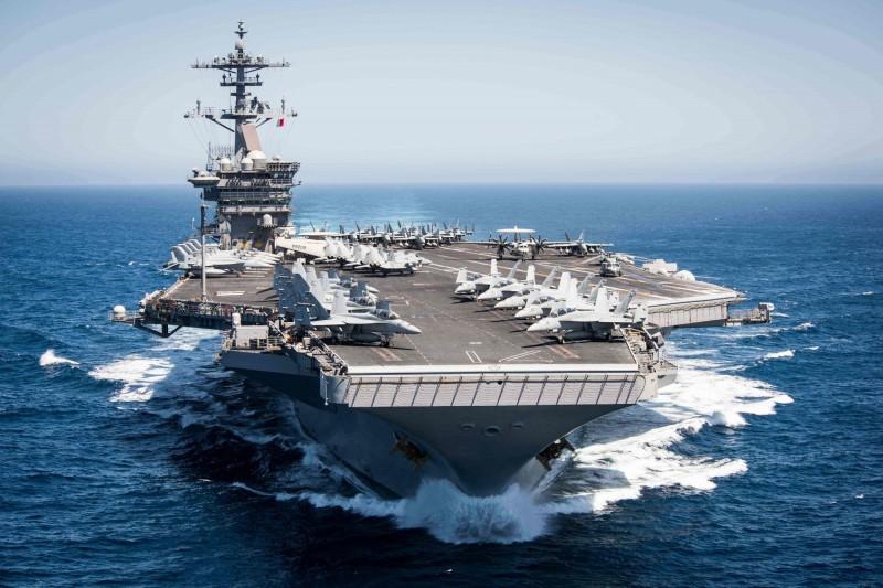 美國五角大廈官員,負責東亞事務的副助理部長科林可(Heino Klinck)被問到如何防範中國對台使用武力時,指出美國專注的是台灣的不對稱防衛能力。圖為美太平洋艦隊航母羅斯福號。(法新社)