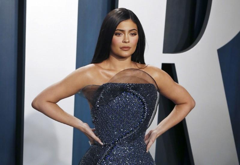 卡戴珊名媛家族中最年輕成員凱莉珍娜(Kylie Jenner)近來被美國財經雜誌《富比士》踢爆,誇大其公司業績,因此被除名於全球富豪榜之外。(歐新社)