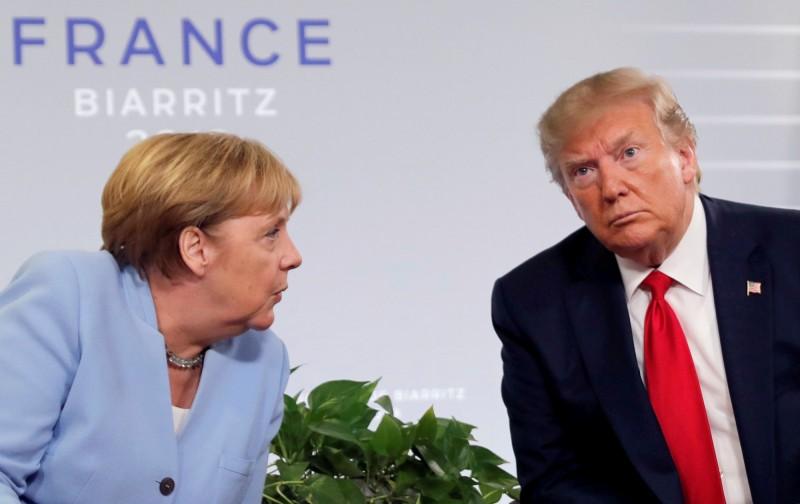 七大工業國組織峰會將於下月在美國舉辦,但德國總理梅克爾(左)婉拒美國總統川普(右)的邀請,不願出席,讓川普相當憤怒。(路透資料照)