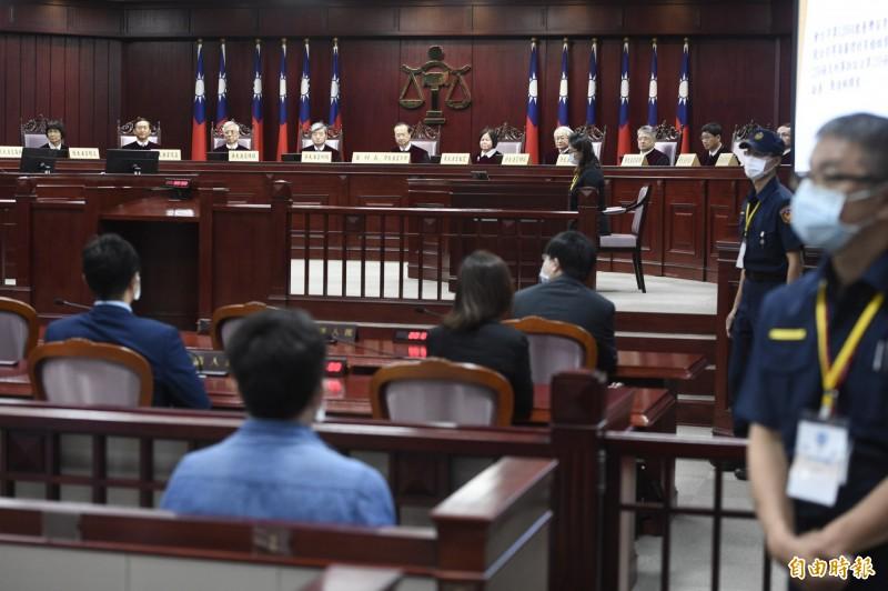 大法官29日通姦除罪釋憲案做出第791號解釋,宣示通姦罪違憲。(記者叢昌瑾攝)