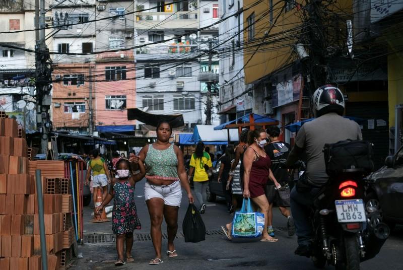 武漢肺炎對巴西貧民窟地區民眾造成嚴重威脅。(路透)