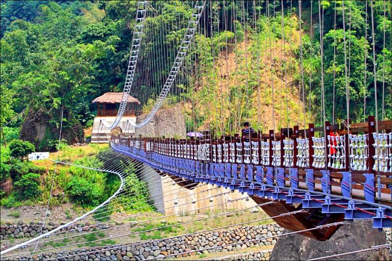 嘉義縣阿里山鄉山美達娜伊谷吊橋,正進行整修工程。(資料照)