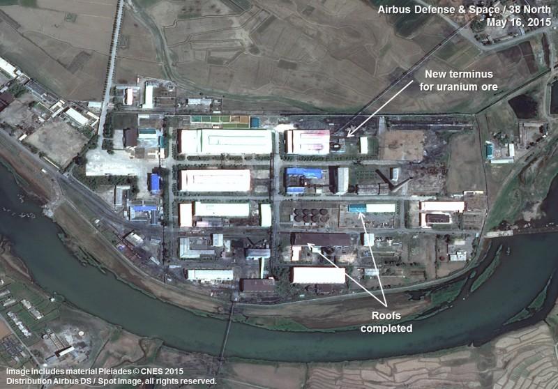 華府智庫近日指出,北韓平山鈾精煉廠一直處於運轉狀態,它是北韓唯一已知的六氟化鈾來源,為北韓的先進核武器計畫製取高濃縮鈾,圖為2015年平山鈾精煉廠資料照片。(美聯社)