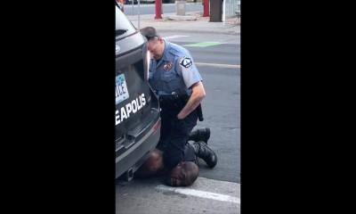 美國明尼蘇達近日爆發非裔男子佛洛伊德(George Floyd),遭白人警察沙文(Derek Chauvin)以膝蓋重壓頸部致死案,引爆全美怒火抗議活動四起。(法新社)