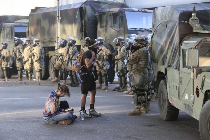 國民兵目前已進駐明尼亞波里斯。(歐新社)
