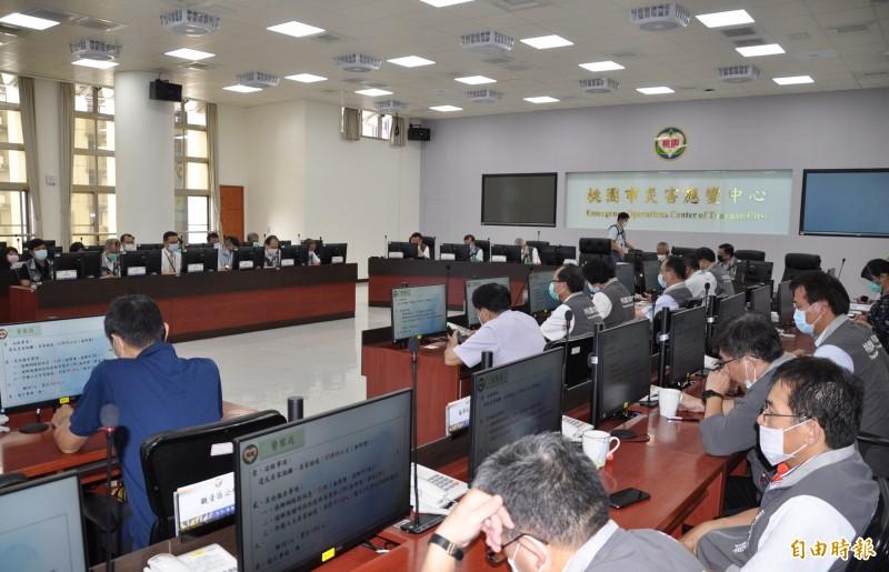 桃園市政府防疫專案會議由副市長李憲明主持。(記者周敏鴻攝)