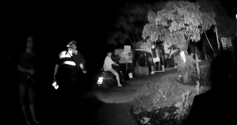 員警穿戴超過6公斤裝備急夜登9號步道尋人。(記者許國楨翻攝)