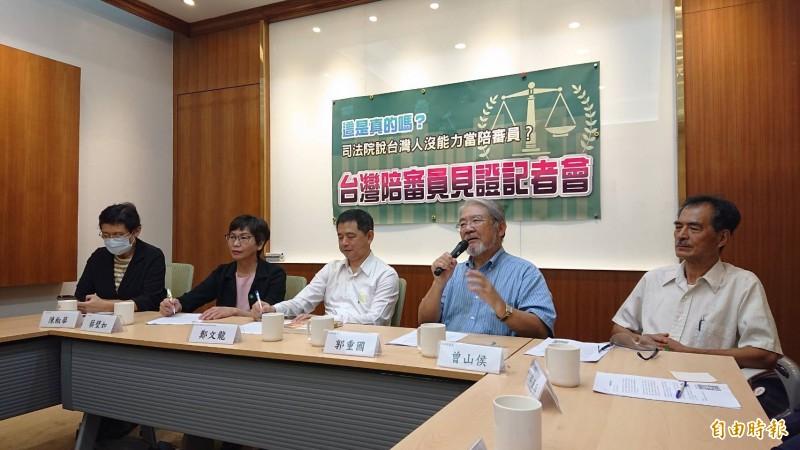 台灣陪審團協會召開「台灣陪審員見證記者會」,由創會理事長鄭文龍(中)主持。(記者謝君臨攝)