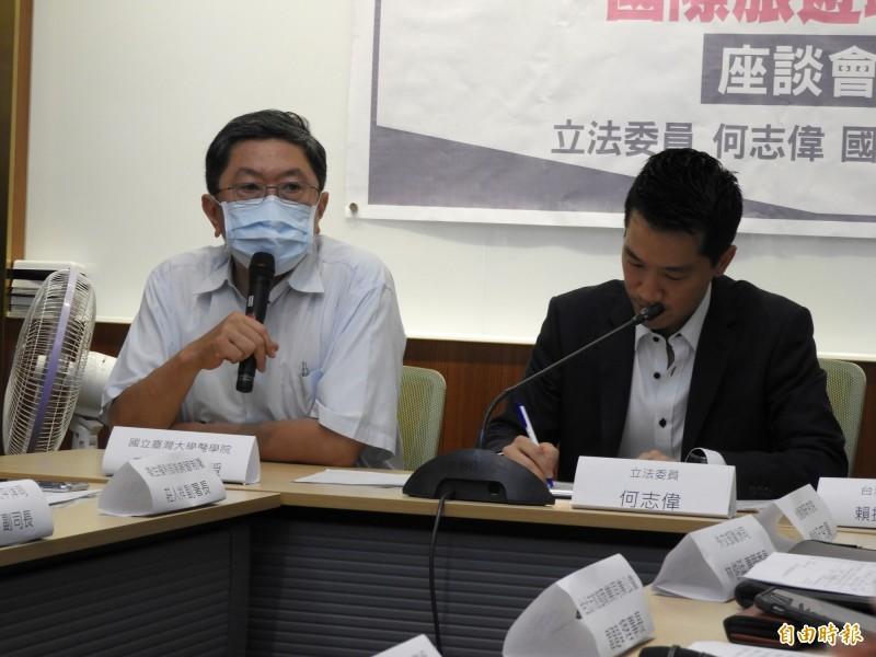 台大醫學院副教授李秉穎(左)提醒,國內旅遊是安全的,應該儘早先解禁,若要開放國際旅遊必須注意風險,一旦有漏網之魚進來台灣,國內旅遊就不再安全。(記者陳鈺馥攝)
