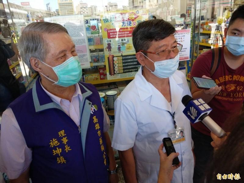 湯金獅(左2)藥師表示,他從事藥師30多年,這次感受到對社會有所幫助,民眾熱情及守秩序也讓他很感動。(記者方志賢攝)