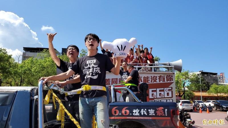 針對國民黨中央配合反制罷韓,公民團體「Wecare高雄」發起人尹立表示,韓國瑜跟國民黨一直以來就是雙面人,他酸韓國瑜現在嘴巴講什麼,還有人相信嗎?(記者陳文嬋攝)