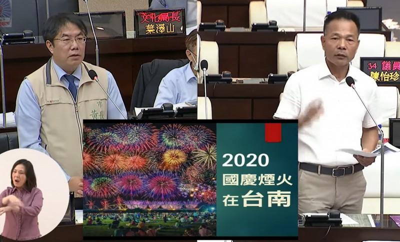 市議員郭清華(右)建議國慶煙火可在曾文溪河床施放。市長黃偉哲(左)說會提供中央參考。(記者蔡文居翻攝)